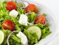 Salata cu rosii, ardei si branza